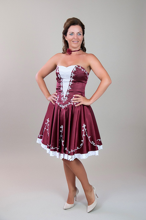 f48da3438a Bordó-fehér szaténselyem, magyaros menyecske ruha – 5let