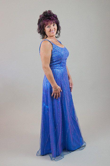 03be219224a6 Kékeslila színű, gyöngyökkel díszített estélyi ruha – 5let