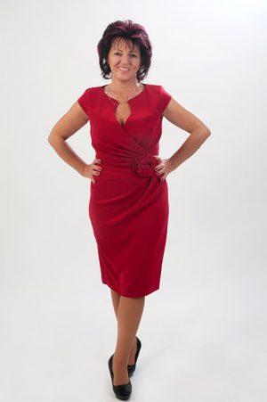 Örömanya. Piros szűk ruha ráncolással. Örömanya. Lazac színű 2 részes  kosztüm c81932a9d8