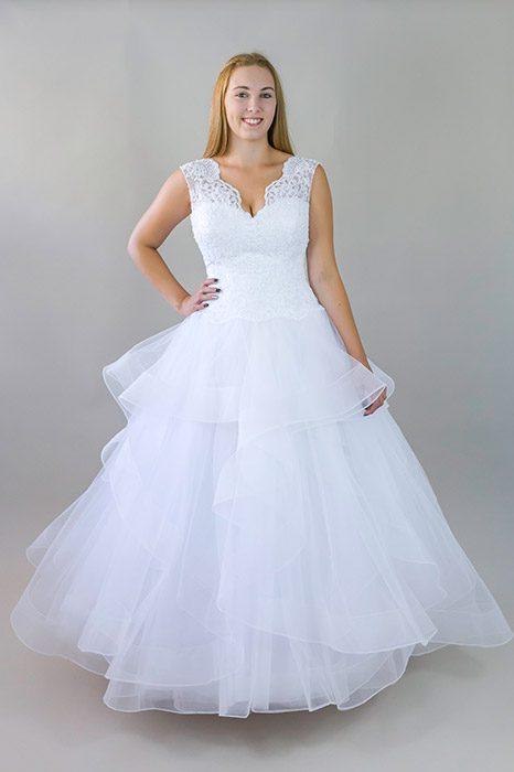 6821cbc04f Vízfodros fehér ruha, alja fodros tüll, felsőrésze vállas csipke – 5let